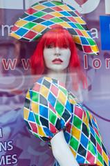 vitrine magasin de déguisements