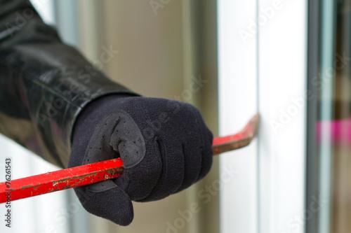 Burglar breaking in a house - 76261543