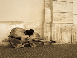Violoncello or contrabass on the street