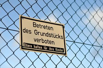 Betreten verboten, Schild, Privatgrundstück, Hausrecht, Zaun