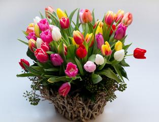 Großer Strauß bunter Tulpen