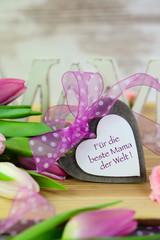 Für die beste Mama...Herz und Tulpen