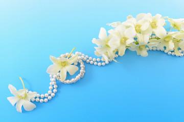 美しい花とアクセサリー