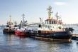 Leinwanddruck Bild - Schlepper im Hafen