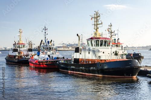 Leinwanddruck Bild Schlepper im Hafen