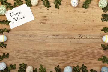 Osterdekoration, Karte, Frohe Ostern auf Holz, Textfreiraum