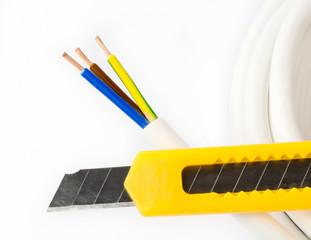 Stromkabel und Messer