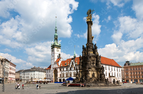 Foto op Aluminium Historisch mon. The holy trinity column (UNESCO), renaissance town hall with act