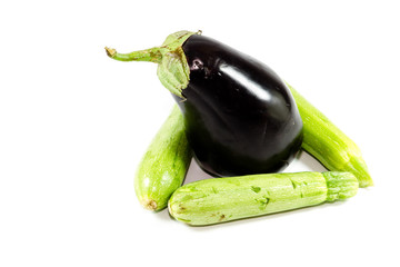 Frische Aubergine mit Grünen Zucchini