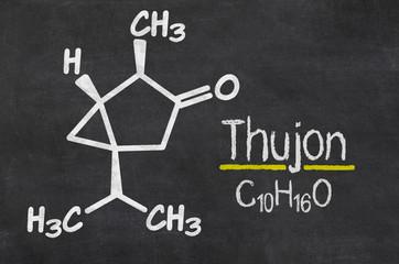 Schiefertafel mit der chemischen Formel von Thujon