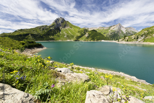 canvas print picture Bergsee in den Alpen