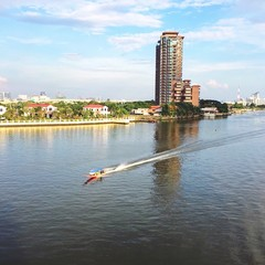 longtail boat in chaophraya river