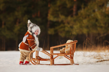 The child pushes the sled