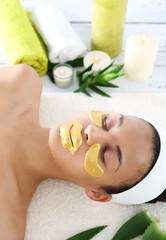 Złota maseczka , pielęgnacja skóry wokół oczu oraz ust
