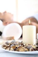 Kobieta wypoczywa w spa, relaks i medytacja