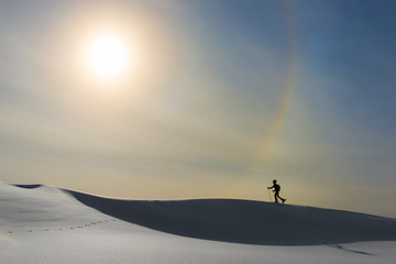 Skier alkpinist iwith rainbow