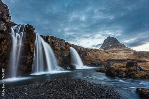 Foto op Canvas kirkjufellsfoss waterfalls and kirkjufell mountain in the morni