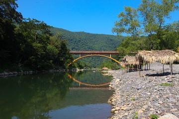 puente sobre rio