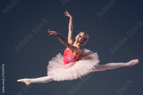 In de dag Dance School Beautiful female ballet dancer on a grey background. Ballerina