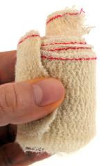 Bandage en main