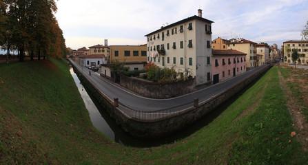 Toscana,Lucca,la città vista lungo le Mura.