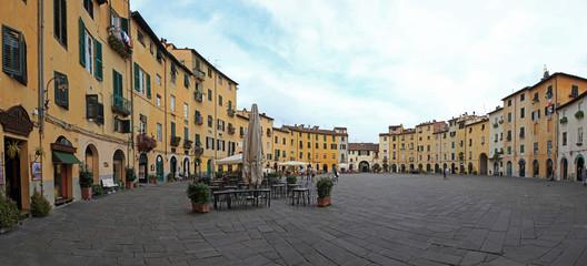 Toscana,Lucca, piazza del Mercato.