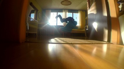 Young breakdancer in the room, 4K