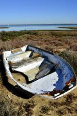 Barca abandonada en las marismas. Cádiz.España