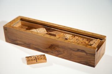 Belle boîte de dominos