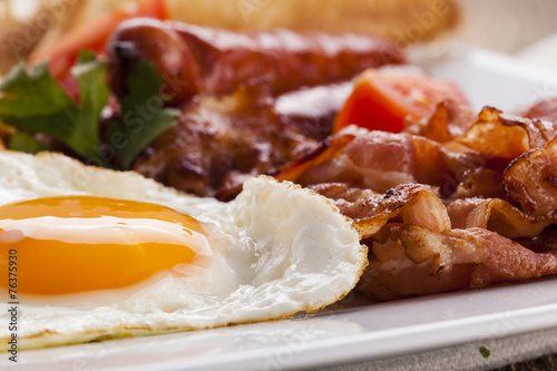 Aluminium Kruidenierswinkel Full english breakfast with bacon, sausage, fried egg, baked bea