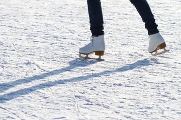 Schlittschuhlaufen auf dem Eis
