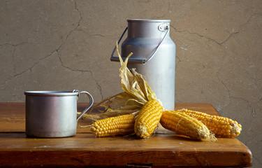 Деревенский мотив. Алюминиевая посуда и кукуруза.