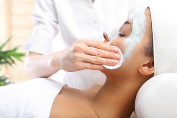 Oczyszczanie skóry, zmywanie maseczki wacikiem