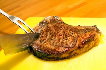 Steak anschneiden