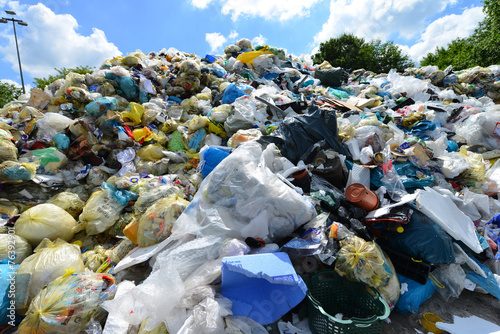 Leinwandbild Motiv Müll, Plastik, Deponie, Recycling, Wertstoff, Entsorgung