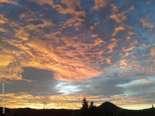 canvas print picture Glühende Wolken