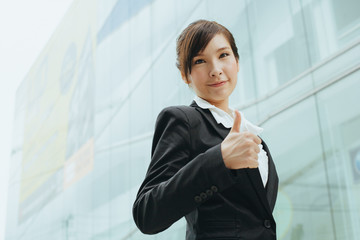 Yound asian businesswoman shows thumb up
