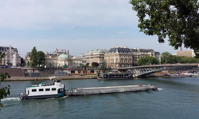 Paris, péniche sur la seine