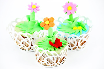 three spring flowers muffin cakes on white