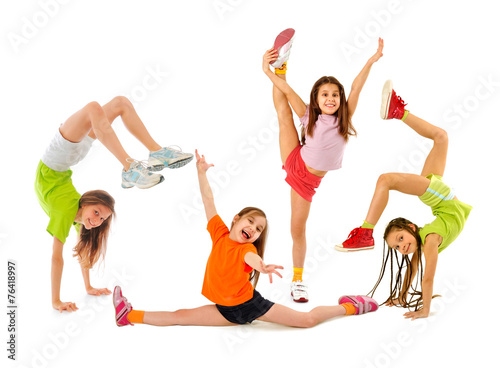Happy sporty children - 76418997