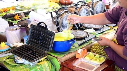 """Cooking Soft Thai rice flour pancake roll or """"Thong Muan Sod"""""""