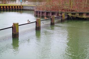 Durchfahrtssperre im Wasser