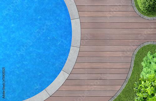 Swimming Pool von oben im Garten - 76430321