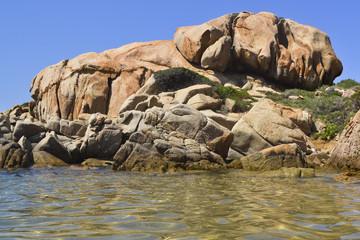 roccia di granito e mare