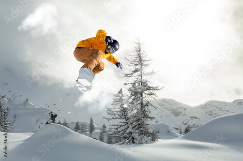 Tuinposter Wintersporten snowboarder freerider