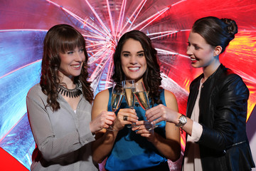 Mädchen beim feiern