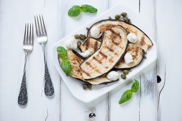 Grilled aubergine slices with mozzarella cheese and capers