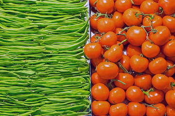 Red tomatoes and green peas