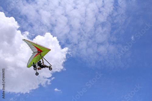Poster Luchtsport Flying Motorized hang glider