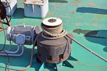 Cable winch mechanism of floating construction crane